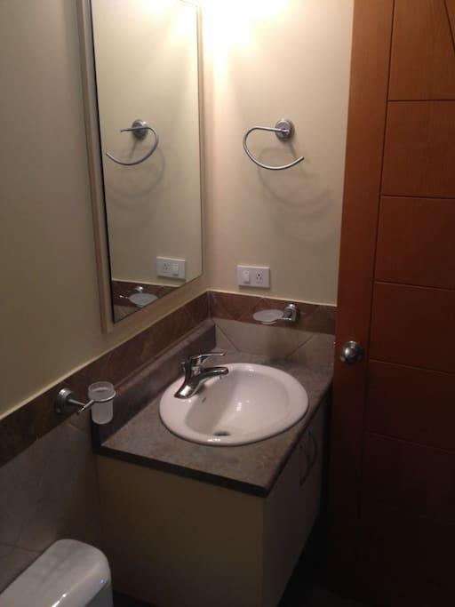 vista del baño  privado del dormitorio A