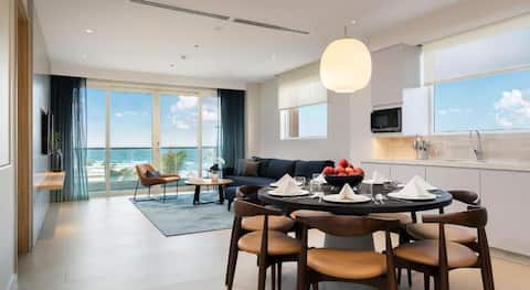 Luxury Sea View  Five Star Apartment