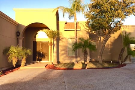 Beautiful Home in Winfield - Laredo - Ev