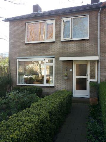 Nice big house in friendly street - Purmerend - Casa