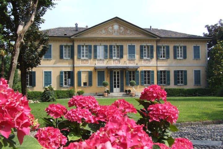 Villa Buttafava - suite Oro - Cassano Magnago - Bed & Breakfast