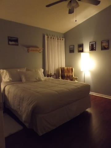 5 Star SuperHost- White Room - The Real Florida - Riverview - Ev