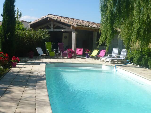 Grande villa avec piscine - Villepinte - วิลล่า