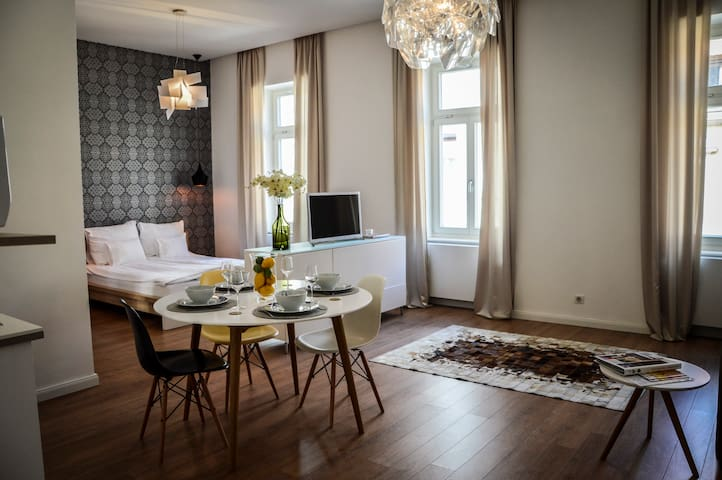 Baross Boutique in center - Luxe Apt - Győr - Apartment