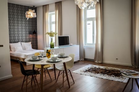 Baross Boutique in center - Luxe Apt - Győr