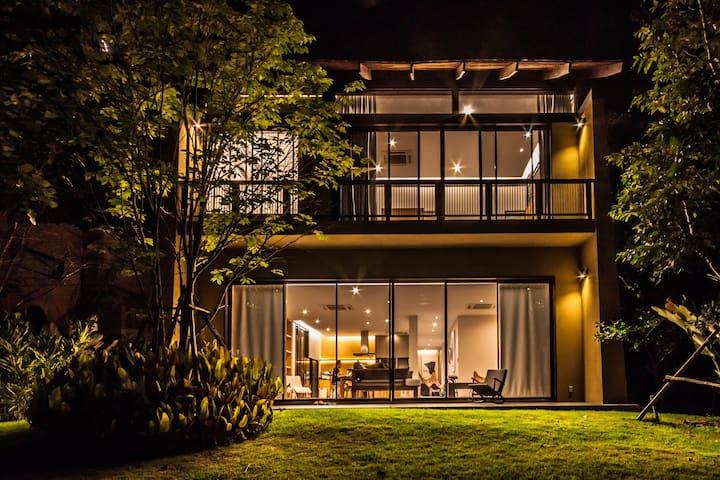 Khaoyai Atta Residence 5 BR Villa
