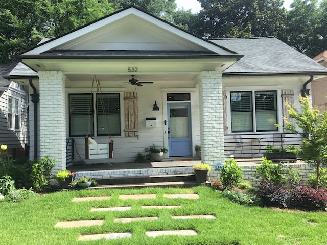 Hip, lux, private room steps away from best of ATL - Atlanta - House