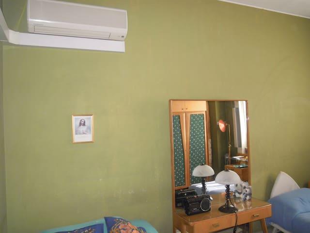 Camera privata condivisi bagno e cucina