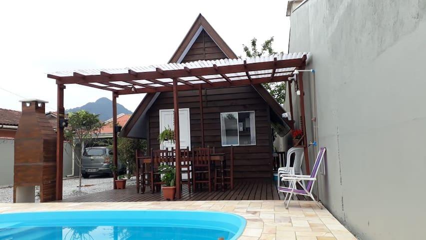 Chalé com piscina em Matinhos PR