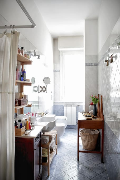 Toilet is confortable, with shower and a lot of staff for you beauty routine.