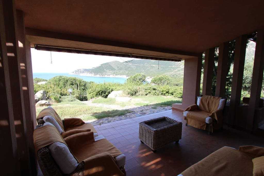 veranda con arredo esterno