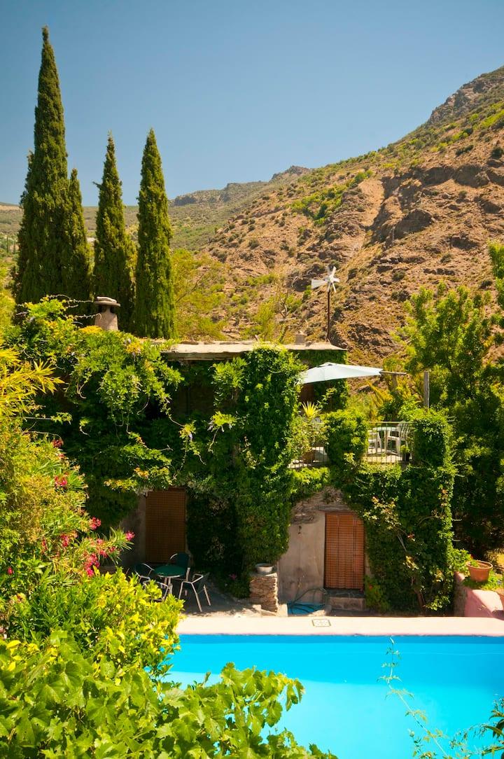 Casa Granada. Senderismo, chimenea