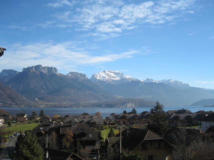 en bordure du lac annecy superbe vue panoramique maisons louer s vrier rh ne alpes france. Black Bedroom Furniture Sets. Home Design Ideas