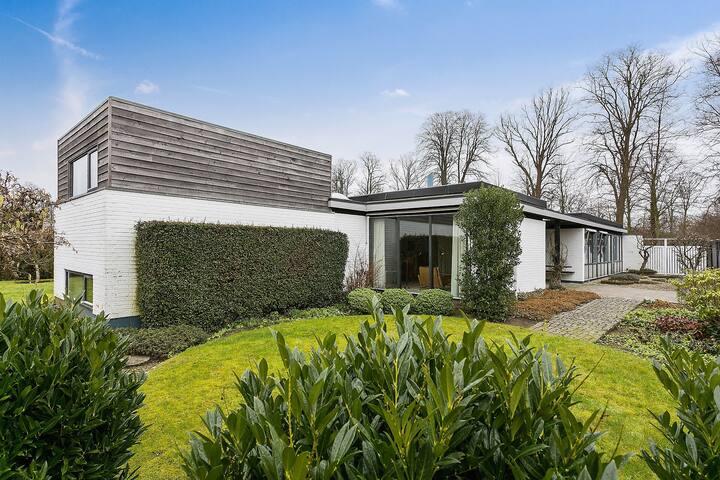 Arkitektonisk perle på 200 m2 i attraktivt område!