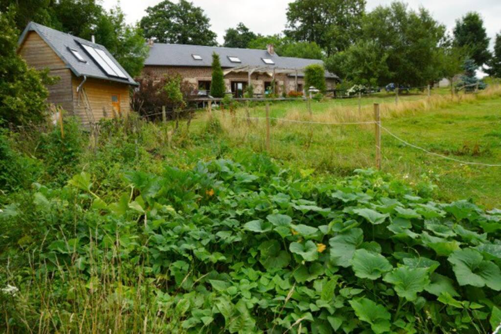 maison et chaufferie (sur la gauche) vue du potager