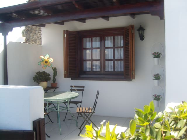 Bungalow cerca de la playa - Costa Teguise - House