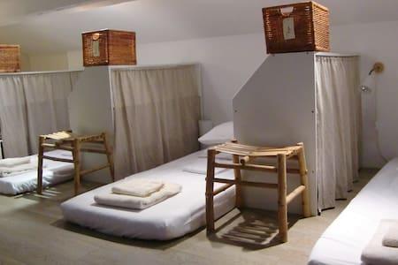 Dorm in yoga studio. Women only - Schlafsaal