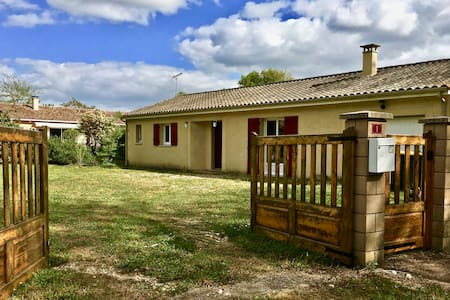 Charming House in Wine Country - Montcaret - Ferienunterkunft