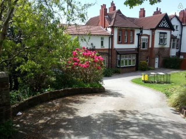 Victorian 'Arts & Crafts' House - West Kirby - House