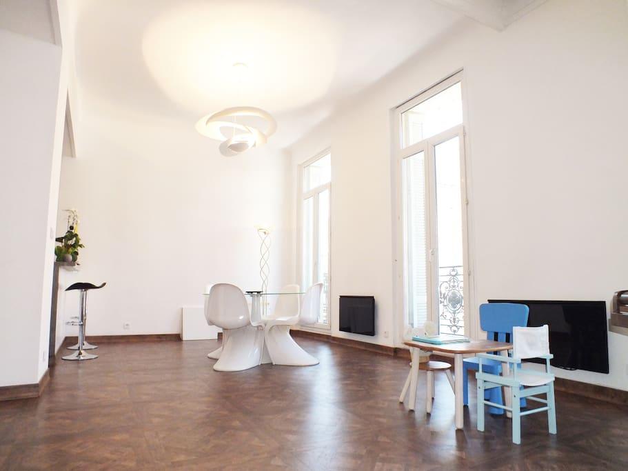 Appartement design 5m vieux port flats for rent in for Appartement design centre marseille vieux port