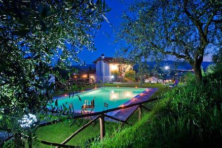 villa con piscina campagna toscana - Terranuova Bracciolini - Villa
