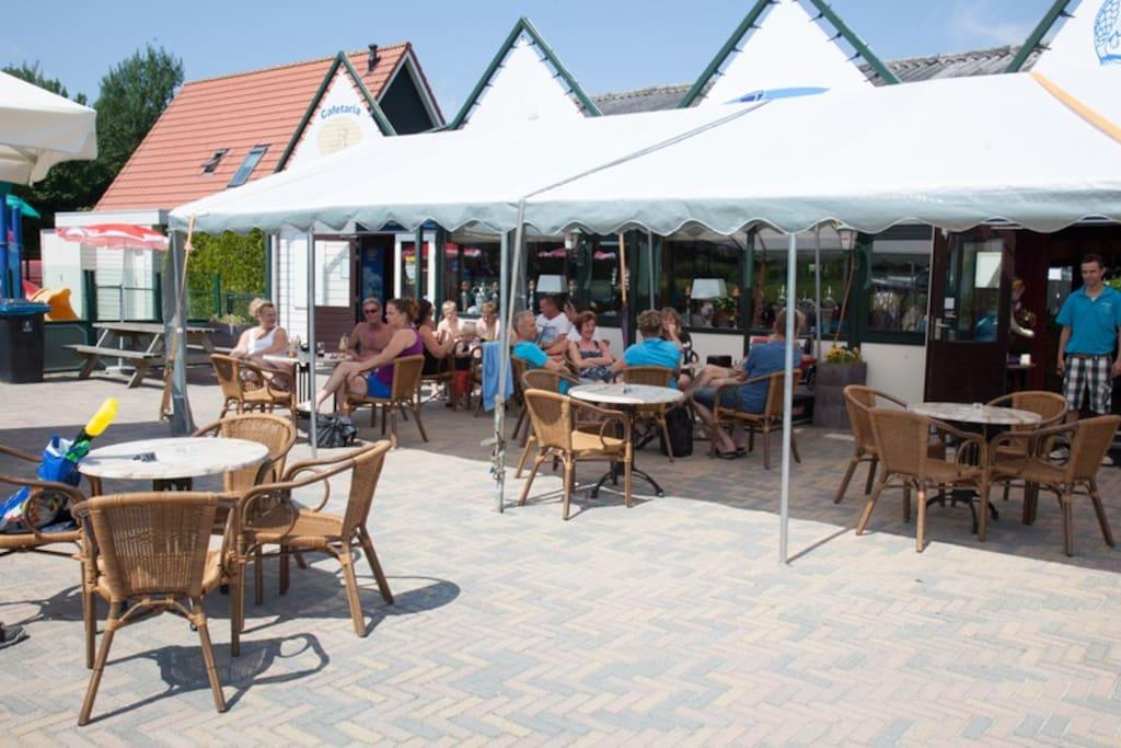Horecacomplex met zonneterras. Restaurant, snackbar en café.