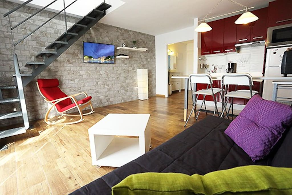 salon/cuisine ___ lounge/kitchen ___ salon/cocina