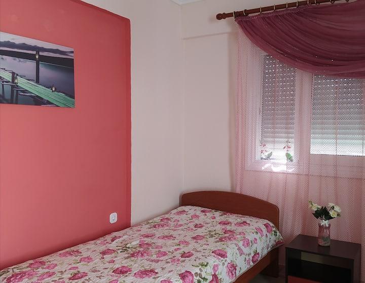 Studio 27 τμ. με 3 κρεβάτια. Δίπλα στη θάλασσα