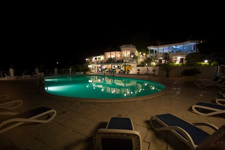 Villa Antonio Orebic - Bed & Breakfast