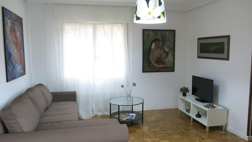 Sala de estar con chaise longue.