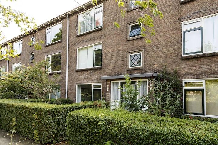 Contemporary bright apartment with spacious garden