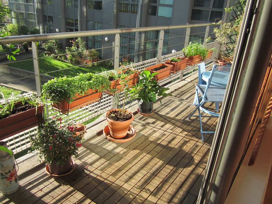le balcon sur jardin, très appréciable à Paris