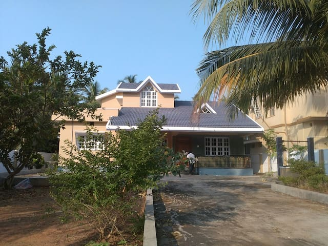 Spacious 3 bedroom villa 2 Kms from Beach - Udupi - Huis