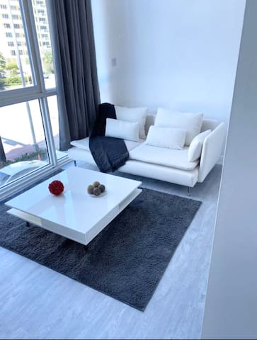 ★★★★★ Brand New Loft with free parking ocean front