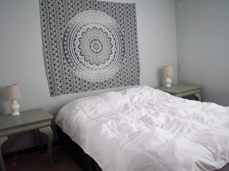 Main Bedroom-Queen