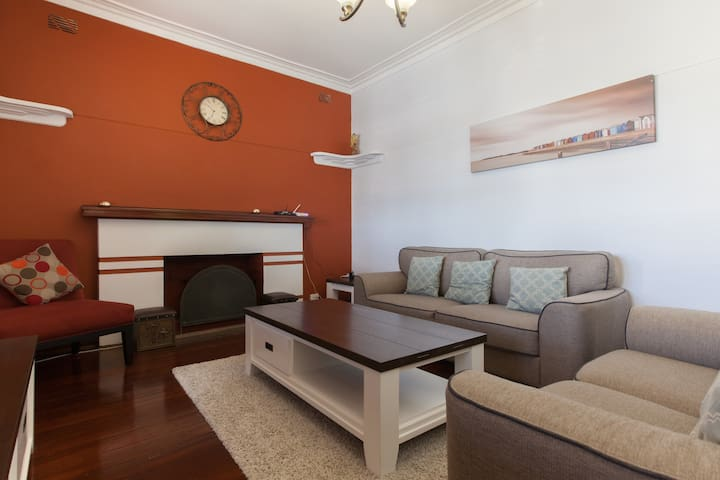 Fremantle Colonial Lodge 1 - White Gum Valley - Hus