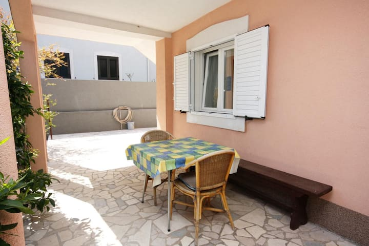One bedroom apartment with terrace Marina (Trogir) (A-6116-b)