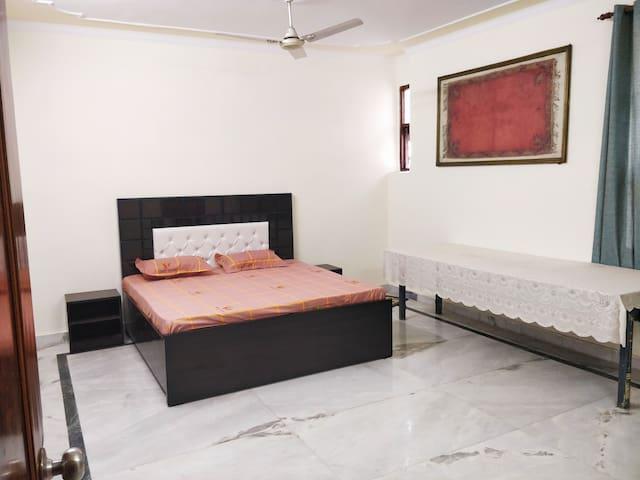 3 BHK furnished Janakpuri City Centre w/o kitchen