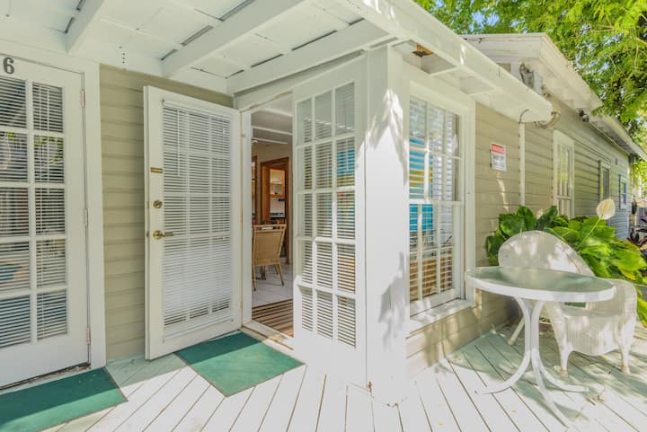 Two Bedroom Poolside Villa steps from Duval St!