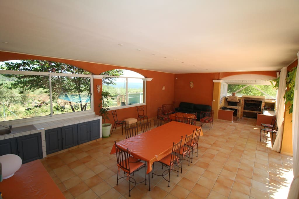 Le bien tre en vacances villas for rent in cotignac for Pizza prego salon de provence