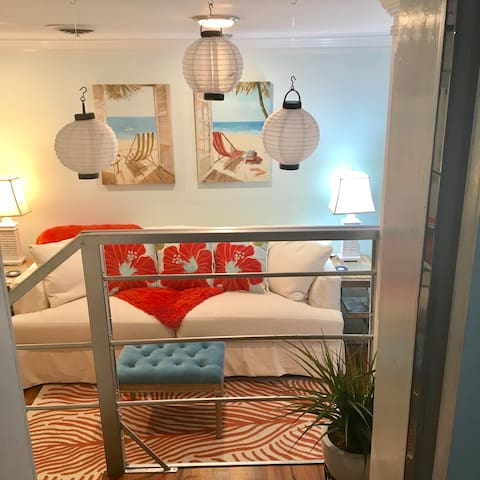 "Fab!! Beachy Mt Pleasant/Shem Creek ""Pied-a-Terre"""