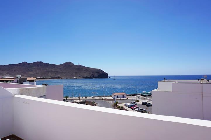 Apartamento con terraza, vistas mar, junto playa