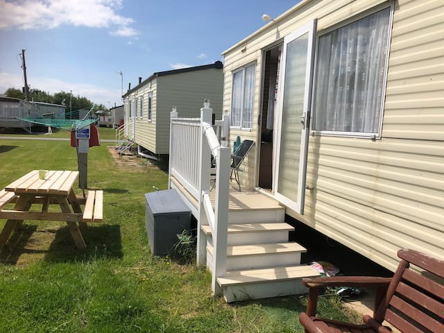 Homely Holiday Caravan, Towyn, North Wales