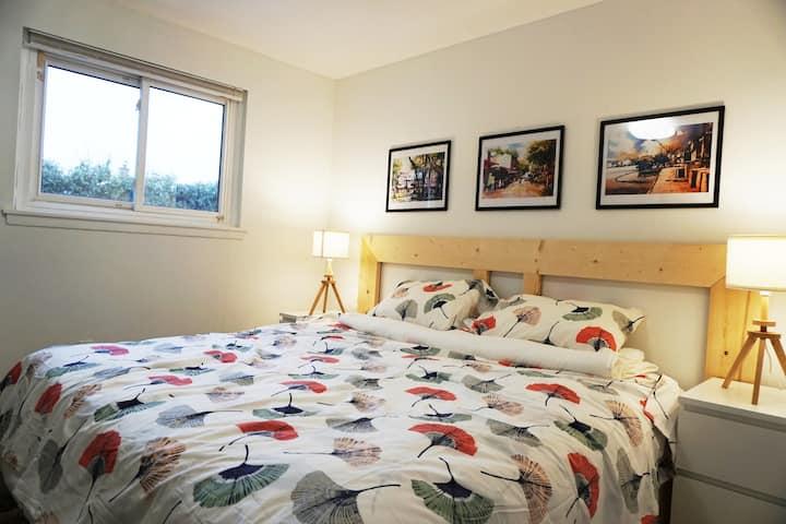 Big comfort private  room 1 near UTM & Square One