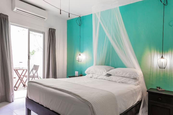 QUEEN SIZE BED AIR CONDITIONER CELING FAN WIFI BLUETOOTH MUSIC SPEAKER/NIGHT LAMP HAIR DRYER IRON HAMMOCK  PRIVATE INSIDE TERRACE PRIVATE BATHROOM  BED LINON MOSQUITO NET  MOSQUITO REPELLENT  DRAWERS