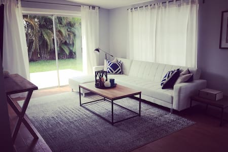 Modern Beach Cottage 1.7M to 5thAve - Naples - Hus