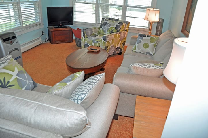 4BR private beach cottage one block off beach