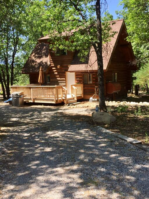 Lincoln log cabin cabins for rent in mount shasta for Mount shasta cabins for rent
