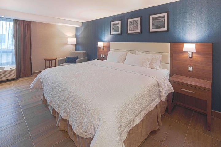 Charming Double Bed Non Smoking At Poniente