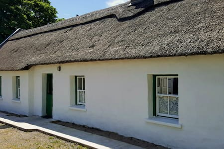 The Thatched Cottage on The Wild Atlantic Way - Stuga